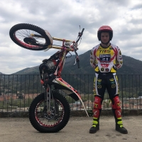 The new Comas kit for @ericmiquel60 is looking🔥 Season starts this weekend with the opening round of the Spanish championship in Arteixo! Let's go!⚡️  @trs.motorcycles @isbsport @isbmotor @originalwd40_es @wd40motorsports @m4racingparts @formaboots   #comastrial #timefortrials #moto #motorcycle #ride #skills #wd40 #isbbearings #motosport #liketime #motolife